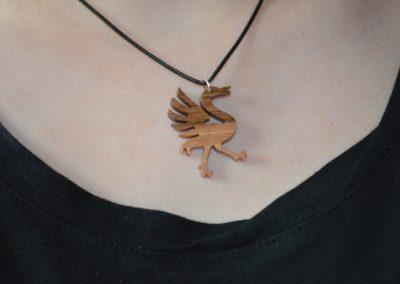 Collier en forme d'oiseau fait à la main